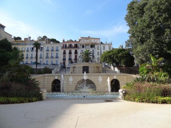 Jardin public, fontaine, escalier indépendant, dit Square Stalingrad à Hyères